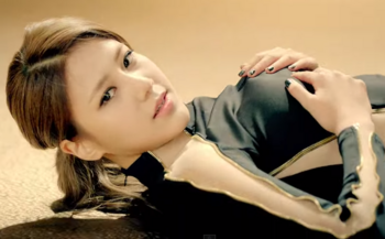 AOA   짧은 치마  Miniskirt  M V   YouTube ヘジョン2.png