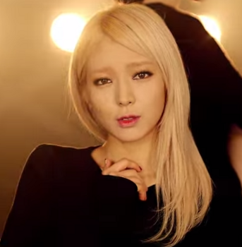 AOA   흔들려  Confused  M V   YouTube.png