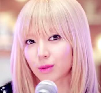 AOA BLACK チョア  MOYA  모야  MV   YouTube.png